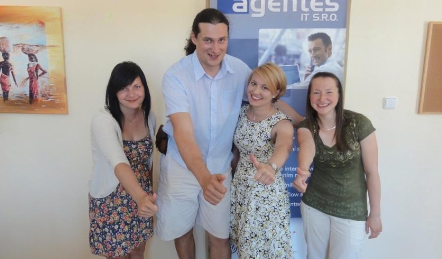 Stínování manažerů opět v Agentes